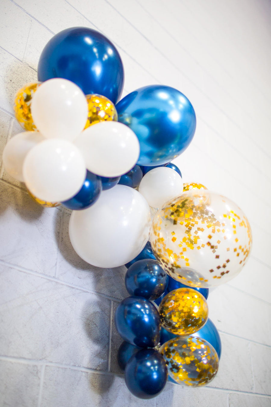 navy blue balloon arch