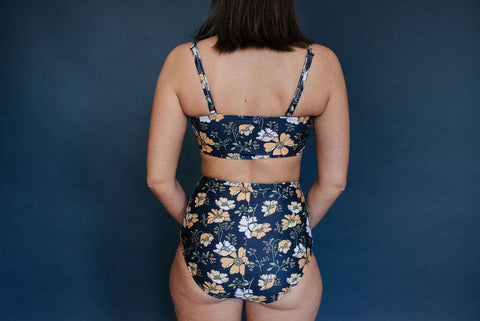 THE CARLI TOP [Navy Floral]