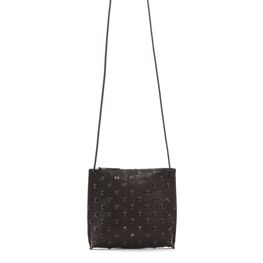 STRAPPY POUCH BLACK STUD