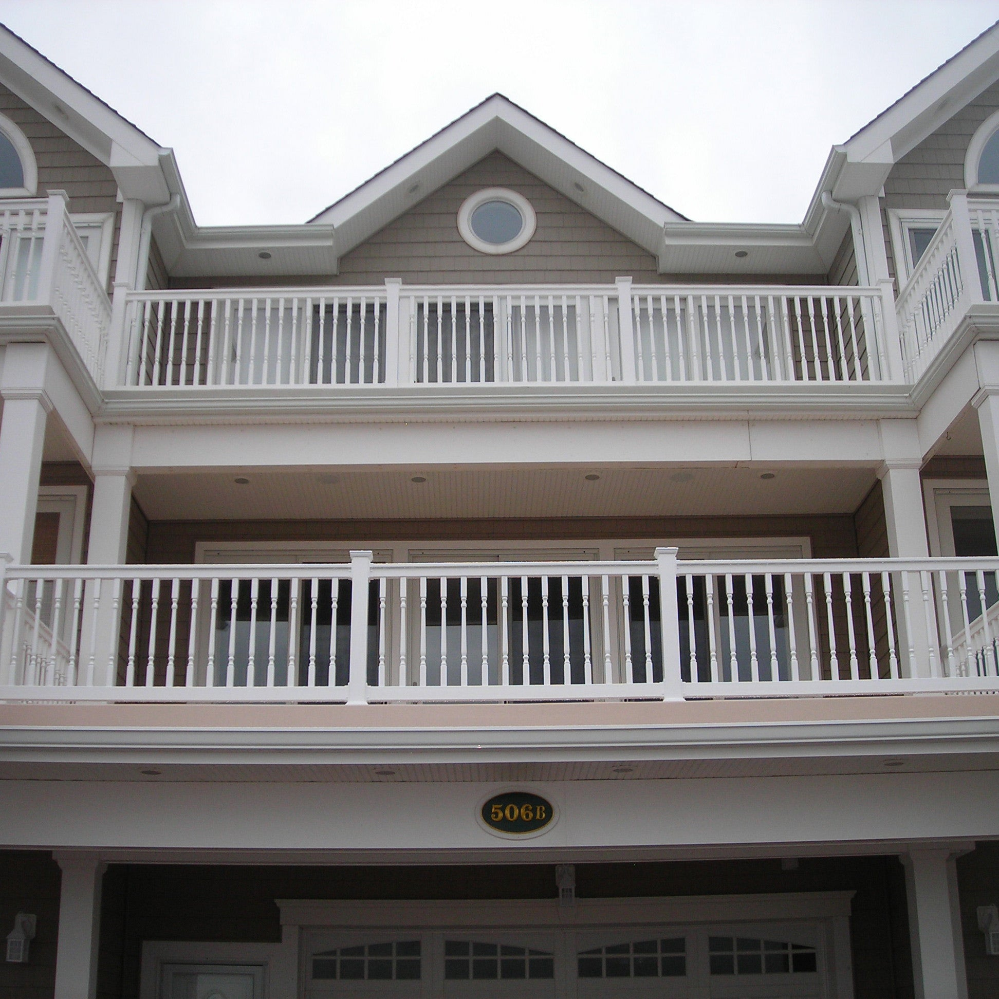 Vinyl Railing Kit with Colonial Balusters