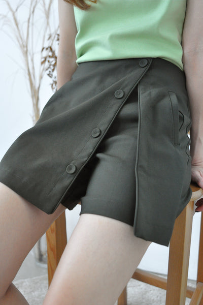 Buttons Feature Overlap Skorts