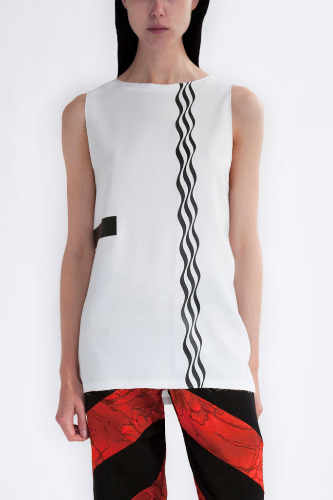 tank top in white viscose with op-art print