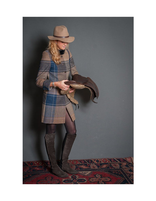 Tweed coat for women in beige and navy wool tweed, with velvet collar and fitted cut