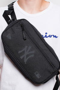 NEW YORK YANKEES CROSS BODY BAG - BLACK