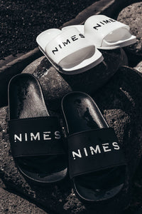 Nimes Distressed Graphic Sliders – Black