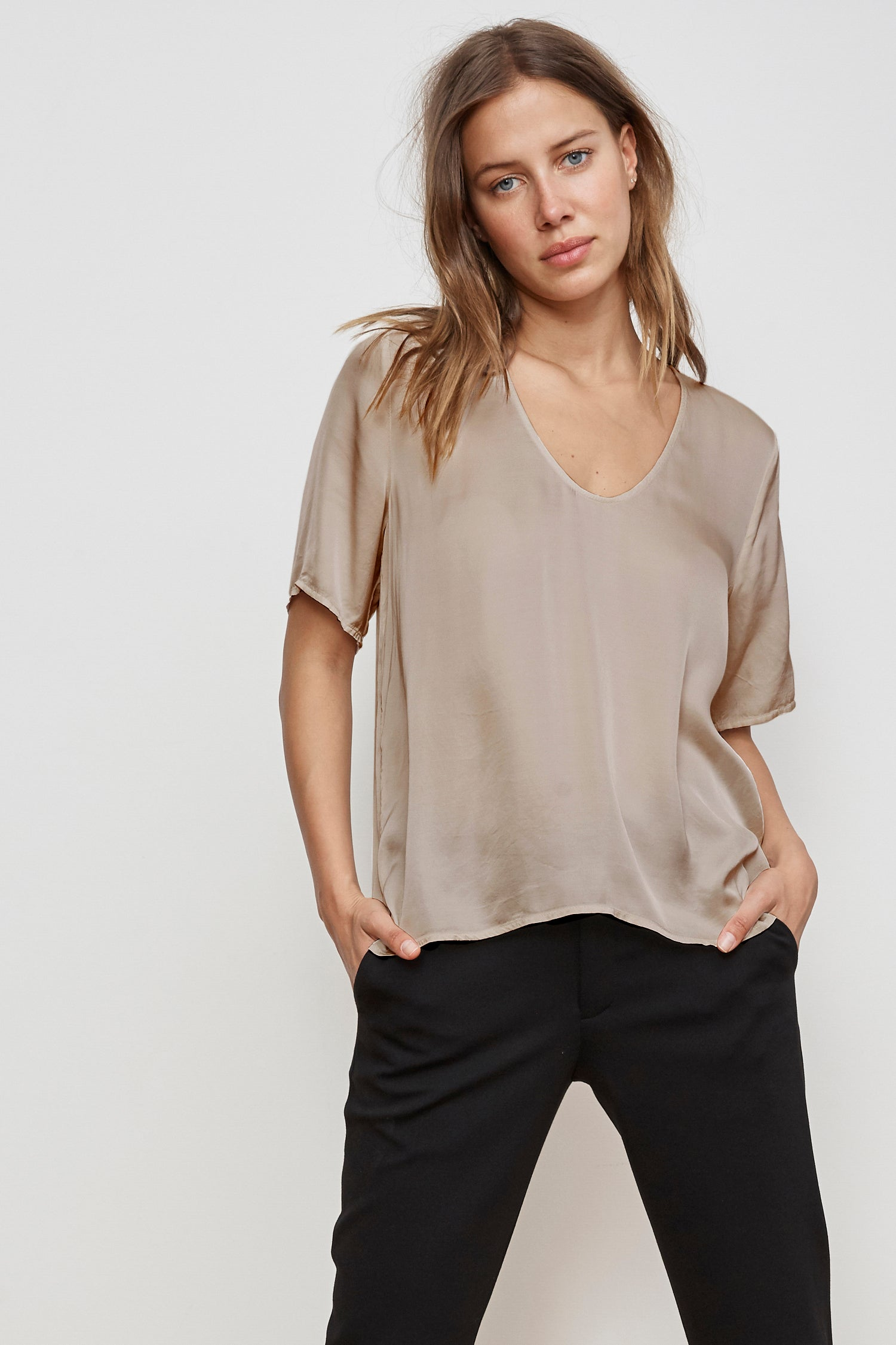 TITA SATIN VISCOSE SCOOP NECK TOP IN BLUSH