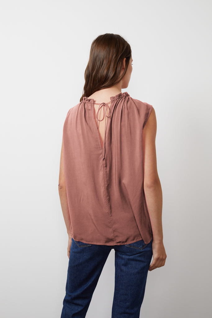 WENNA RAYON CHALLIS SLEEVELESS BLOUSE IN SCALLOP