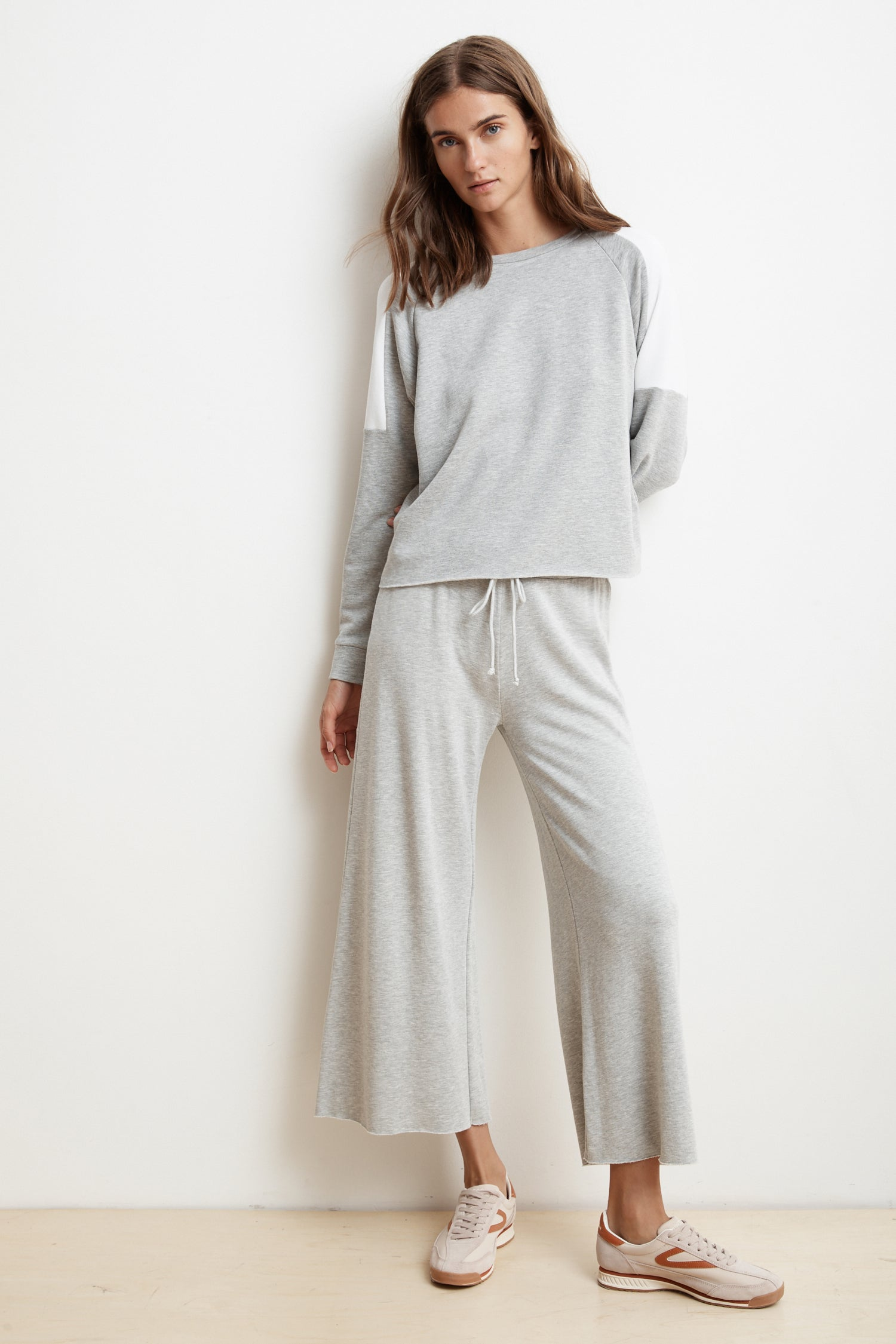 ADALIA WIDE LEG LUXE FLEECE PANT IN HEATHER GREY