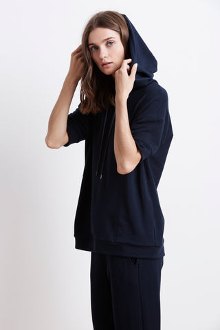 DEYSI LUXE FLEECE SHORT SLEEVE HOODIE IN NIGHT