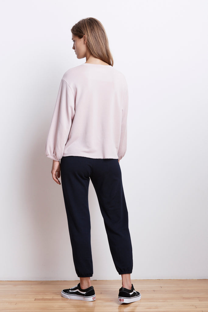 EMBER FLEECE CREW NECK TOP IN BOUQUET