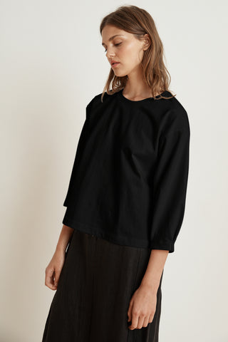AVIE STRUCTURED COTTON 3/4 SLEEVE TOP IN BLACK