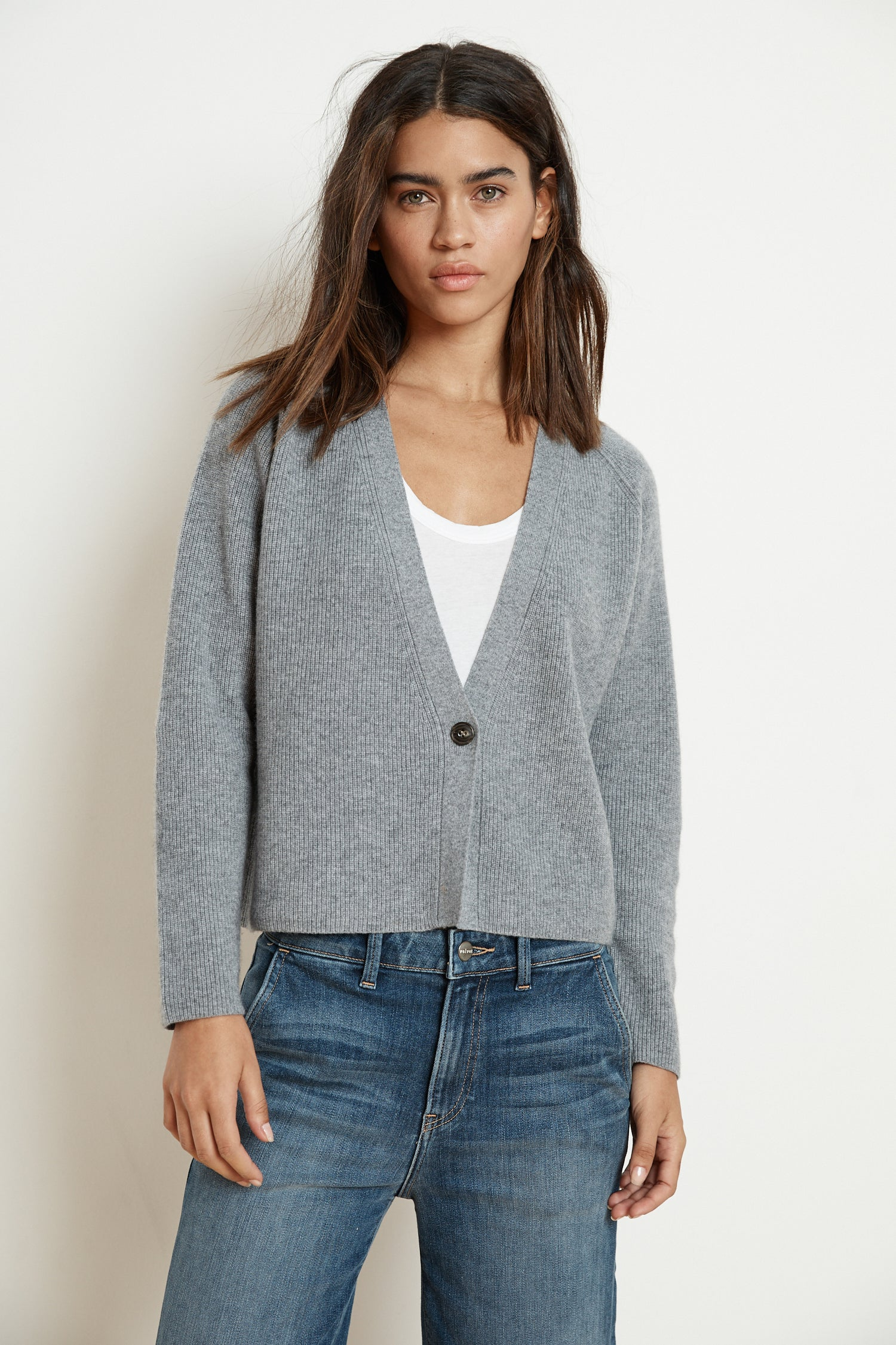 HALLE CASHMERE BLEND CROPPED CARDIGAN IN GREY