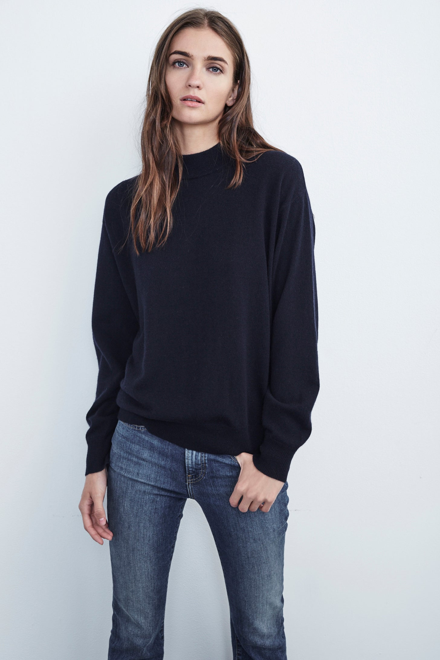 DELILAH CASHMERE MOCK NECK SWEATER IN NAVY