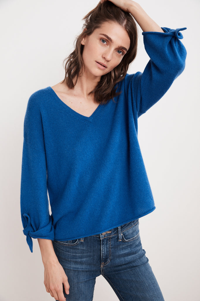 FREJA 3/4 TIE SLEEVE CASHMERE SWEATER IN PACIFIC
