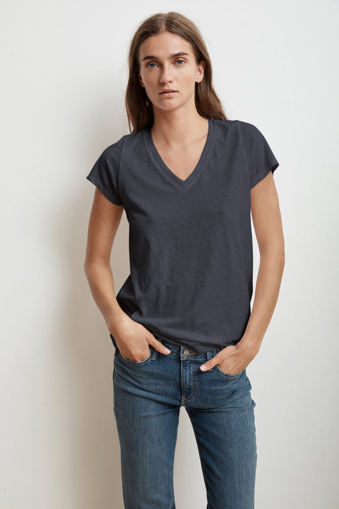 JILL SHORT SLEEVE V-NECK TEE IN INK