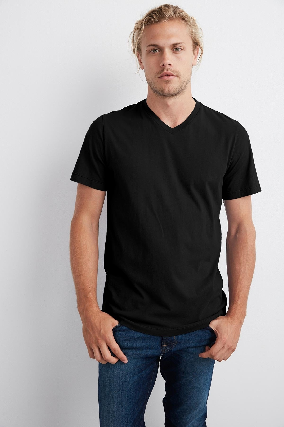 SAMSEN WHISPER CLASSIC V-NECK TEE IN BLACK