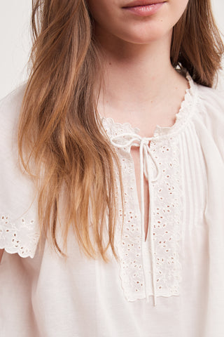 NOELY EYELET EMBROIDERY TOP IN PEARL
