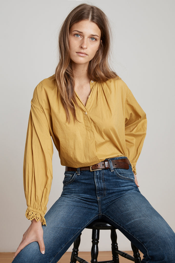 JACOBA COTTON POPLIN PEASANT BLOUSE IN SUNBEAM