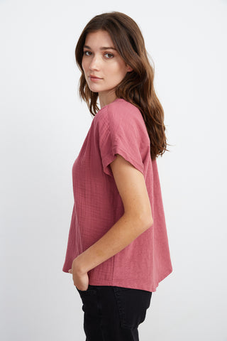 CARAH COTTON CONTRAST BLOUSE IN RASPBERRY