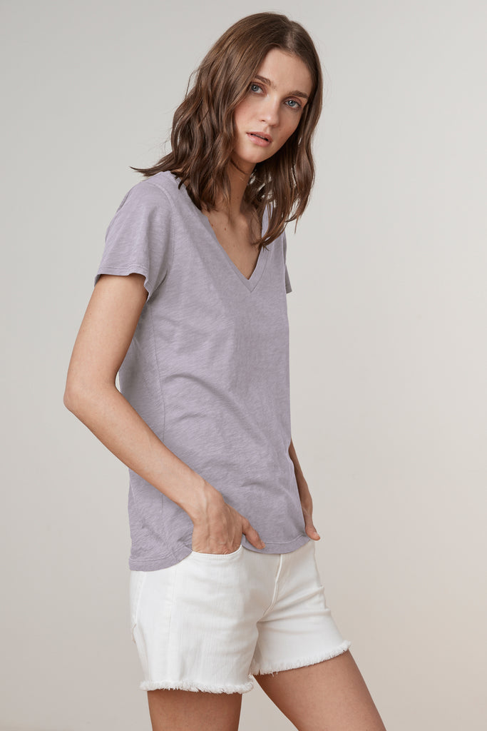 LILITH COTTON SLUB V-NECK TEE IN THISTLE