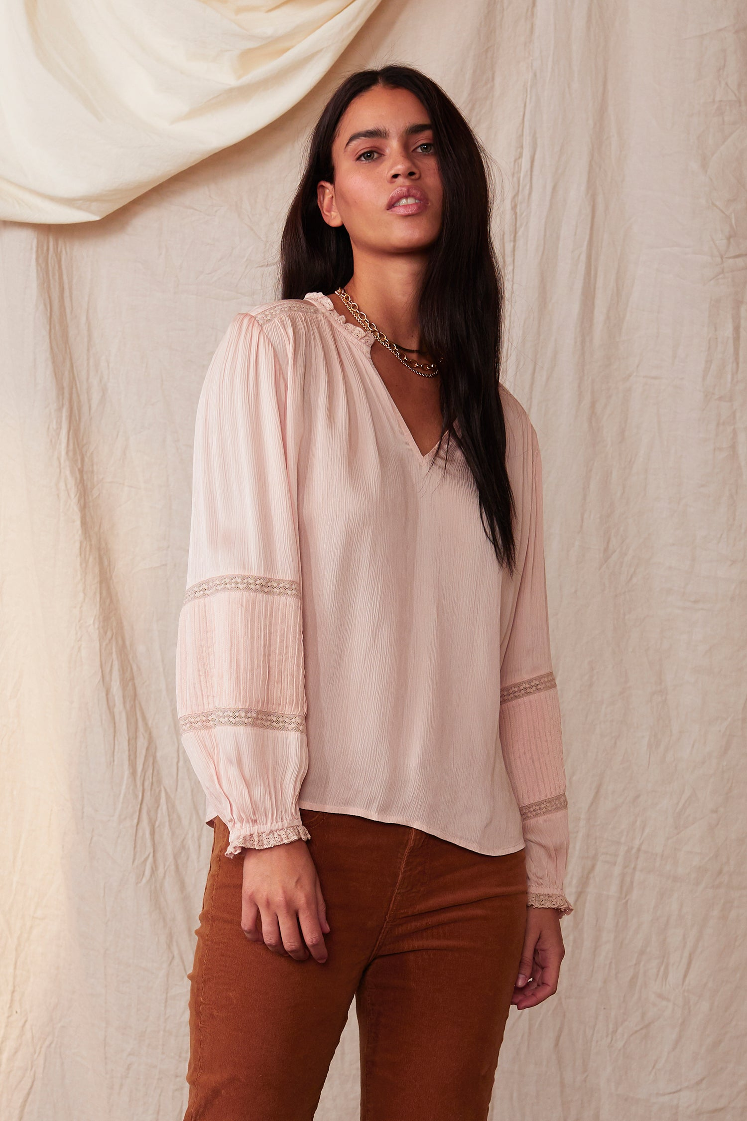 KIMMIE CRINKLE VISCOSE LACE PEASANT BLOUSE IN BLUSH