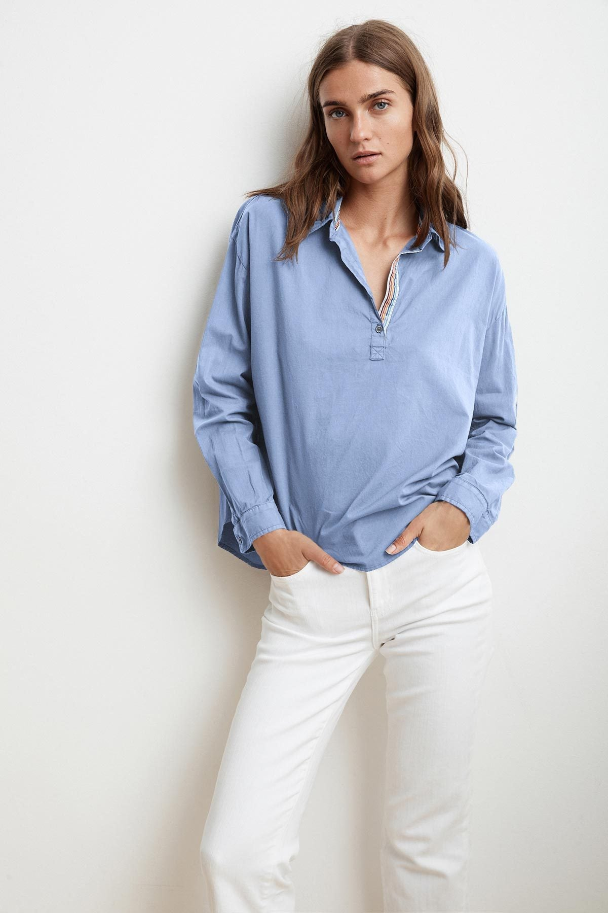 GINA WOVEN COTTON POPOVER SHIRT IN MIST