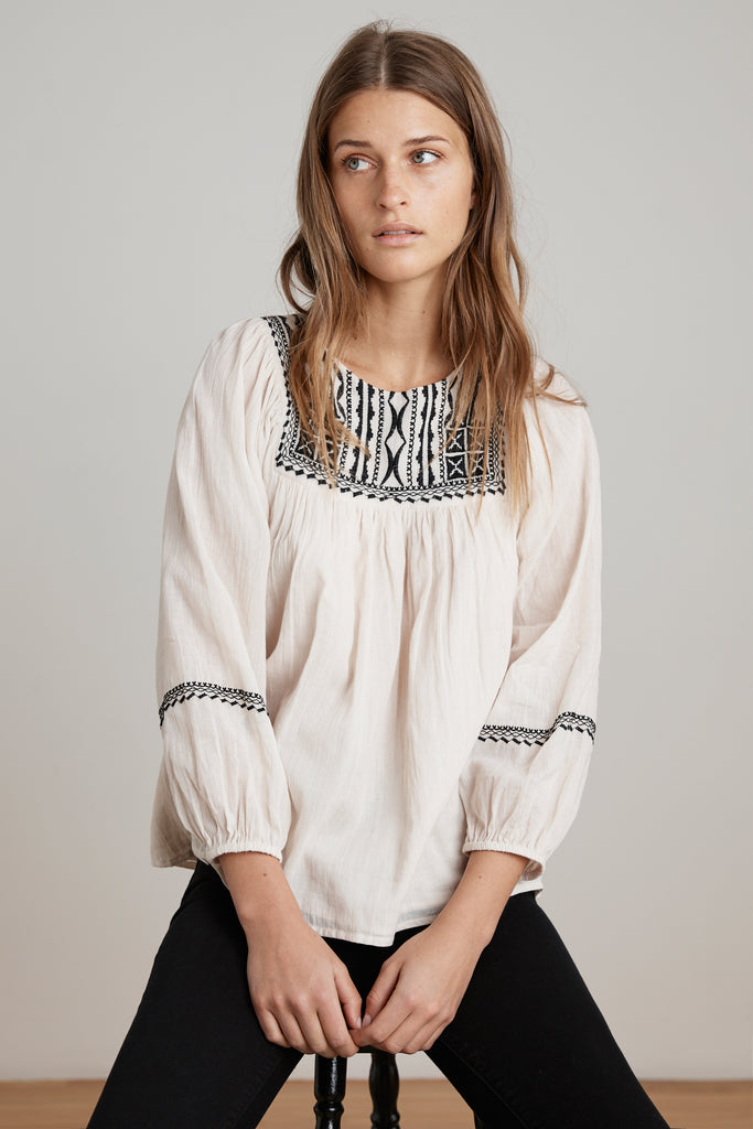 VANNA EMBROIDERED COTTON GAUZE TOP IN BISQUE
