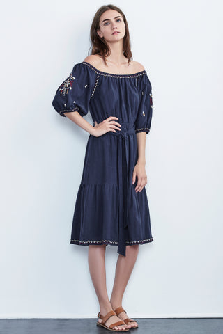 MONAE EMBROIDERED CRINKLE COTTON PEASANT DRESS IN NAVY