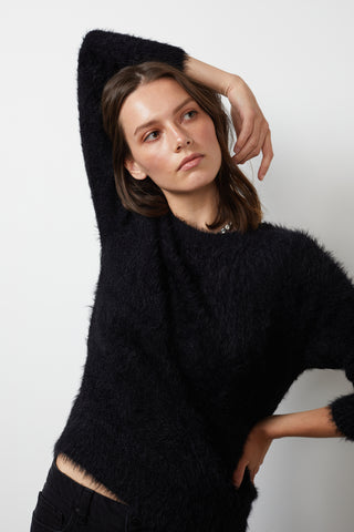 ELLE FEATHERED YARN CROPPED CARDIGAN IN BLACK