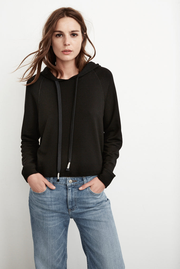 GALA FLEECE PULLOVER HOODIE IN BLACK