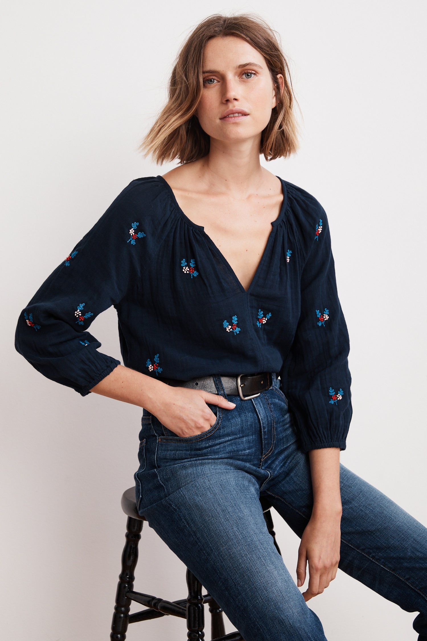 SELMA FLEUR EMBROIDERED COTTON VOILE RAGLAN TOP IN NAVY
