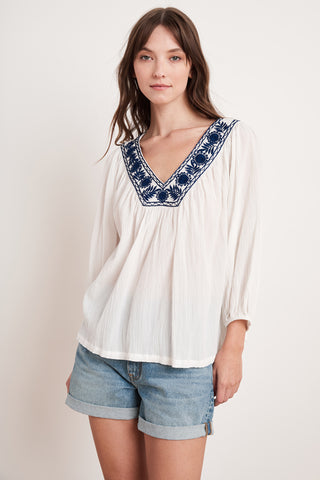ZAYLEE HAND EMBROIDERY TOP IN WHITE/BLUE