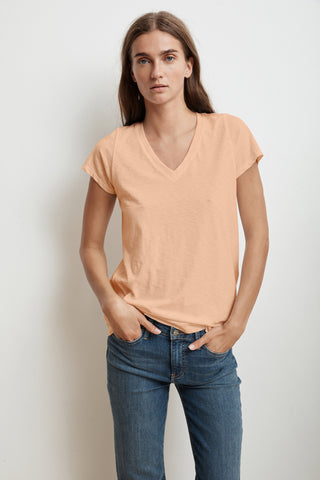 JILL SHORT SLEEVE V-NECK TEE IN CRUSH