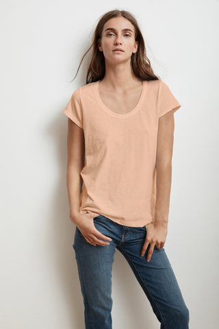 KATIE SHORT SLEEVE SCOOP NECK TEE IN CRUSH