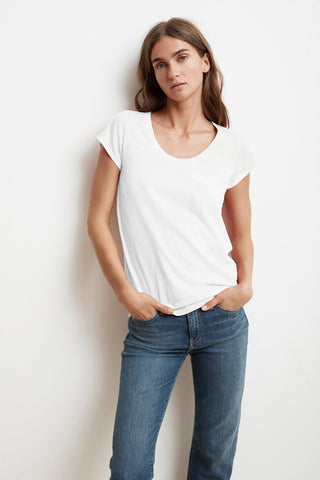 KATIE SHORT SLEEVE SCOOP NECK TEE IN WHITE