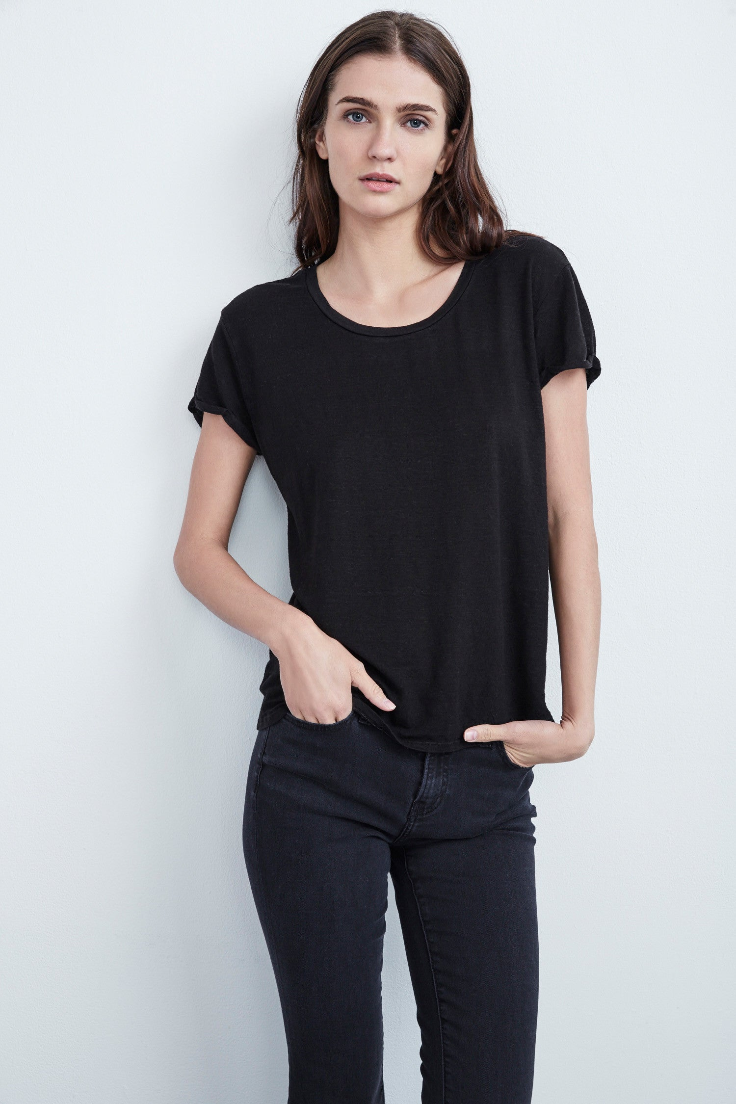 ALECIA LINEN KNIT CREW NECK TEE IN BLACK