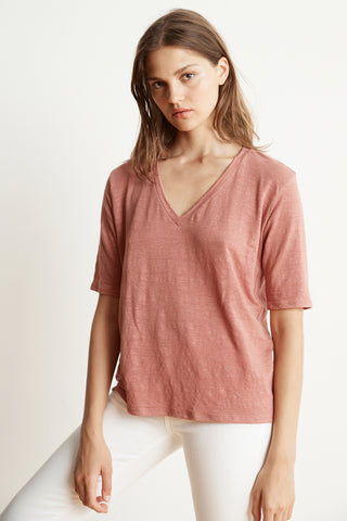 STEFANI LINEN KNIT V-NECK TEE IN RUST