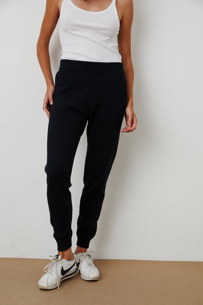 PAULA COTTON JOGGER IN BLACK