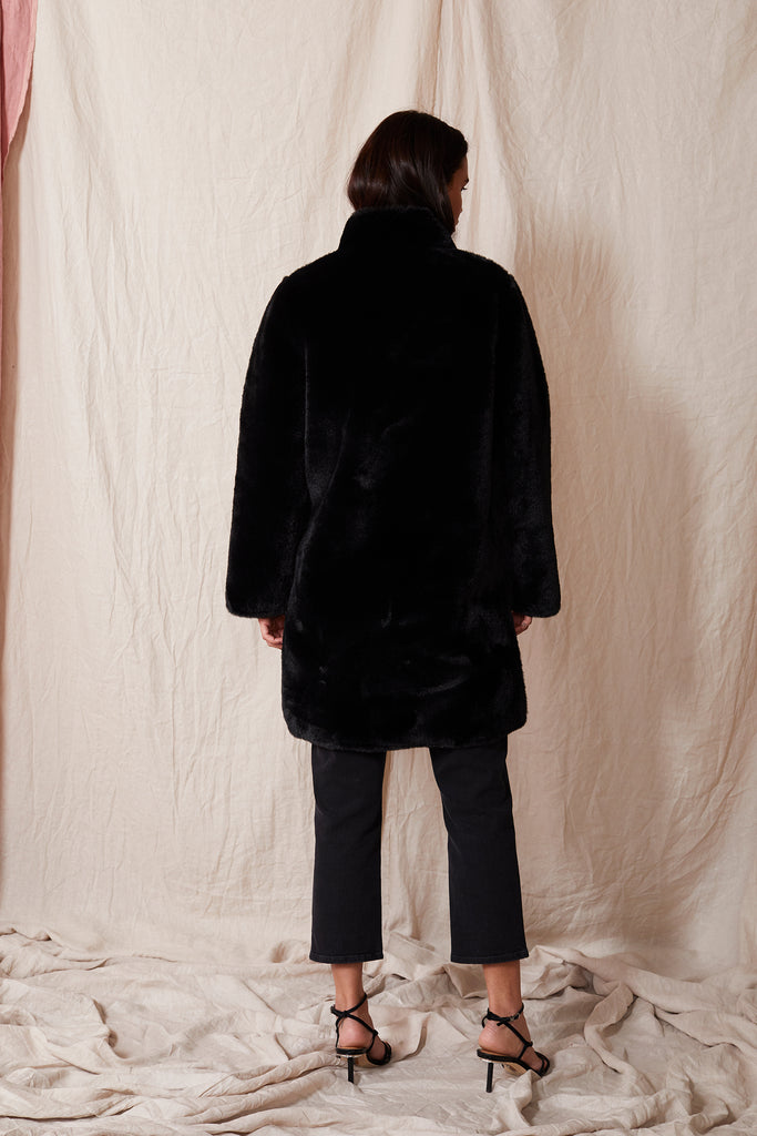 MINA LUX FAUX FUR REVERSIBLE JACKET IN BLACK