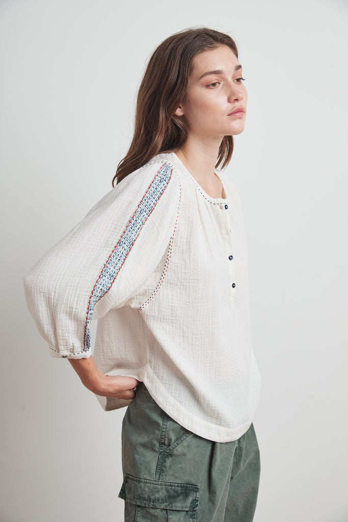 GABBY LYON GAUZE PEASANT BLOUSE IN CREAM