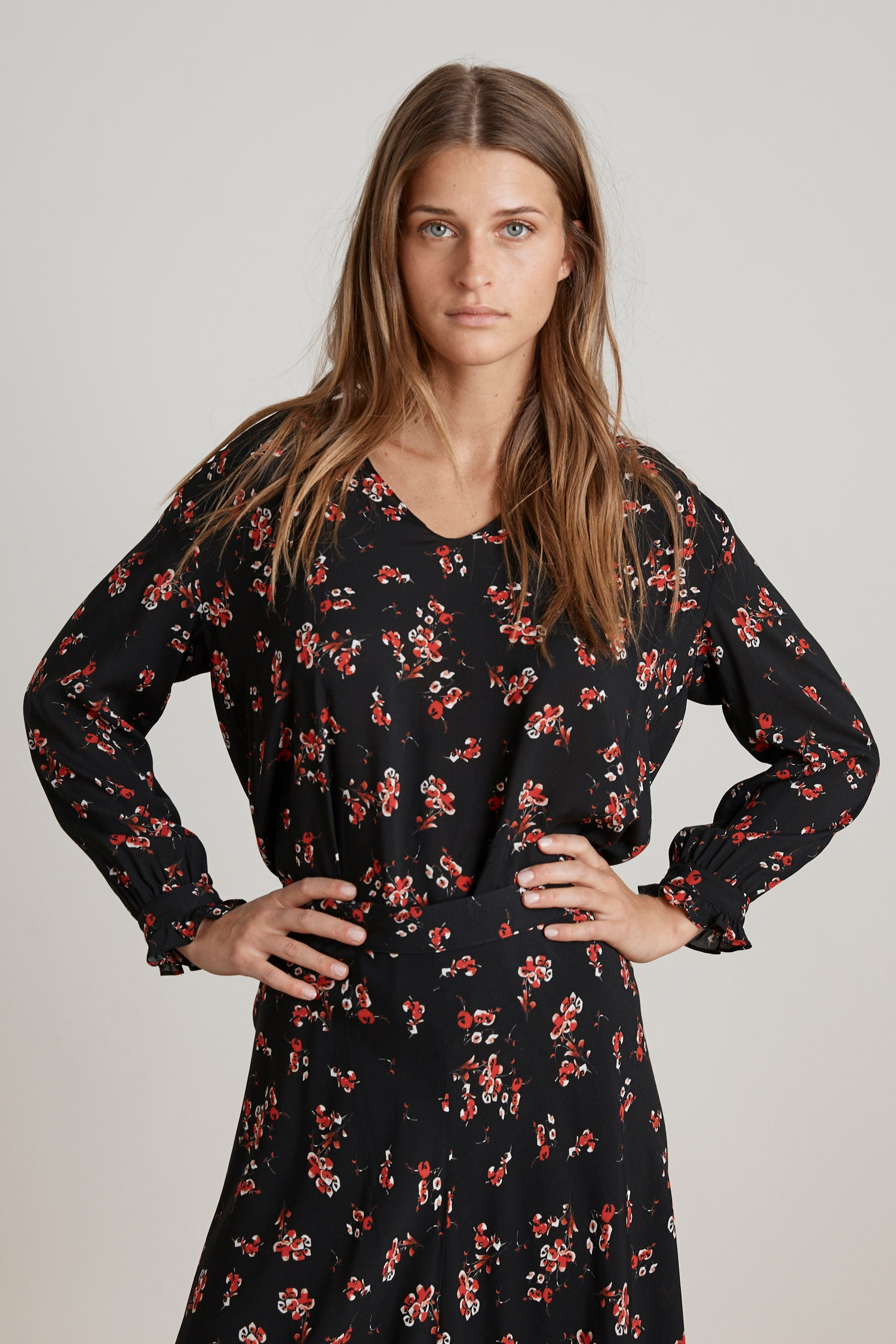 JAZZY FLORAL PRINTED CHALLIS BLOUSE IN CHERRY BLOSSOM