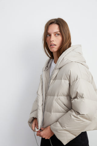 RAYLIN CROPPED PUFFER JACKET IN GREY