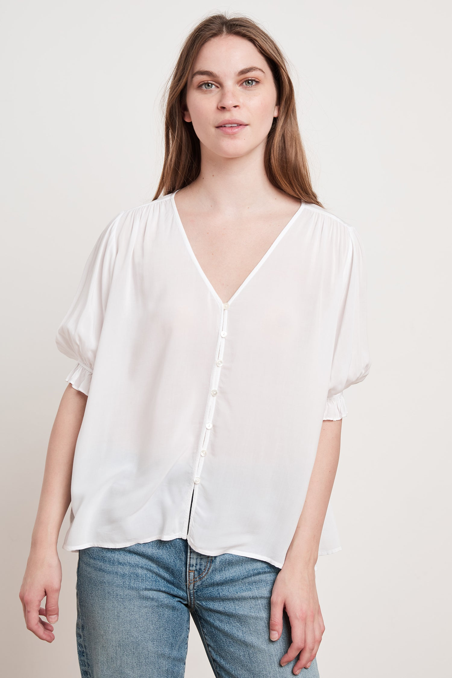 CHELSEY RAYON CHALLIS TOP IN WHITE