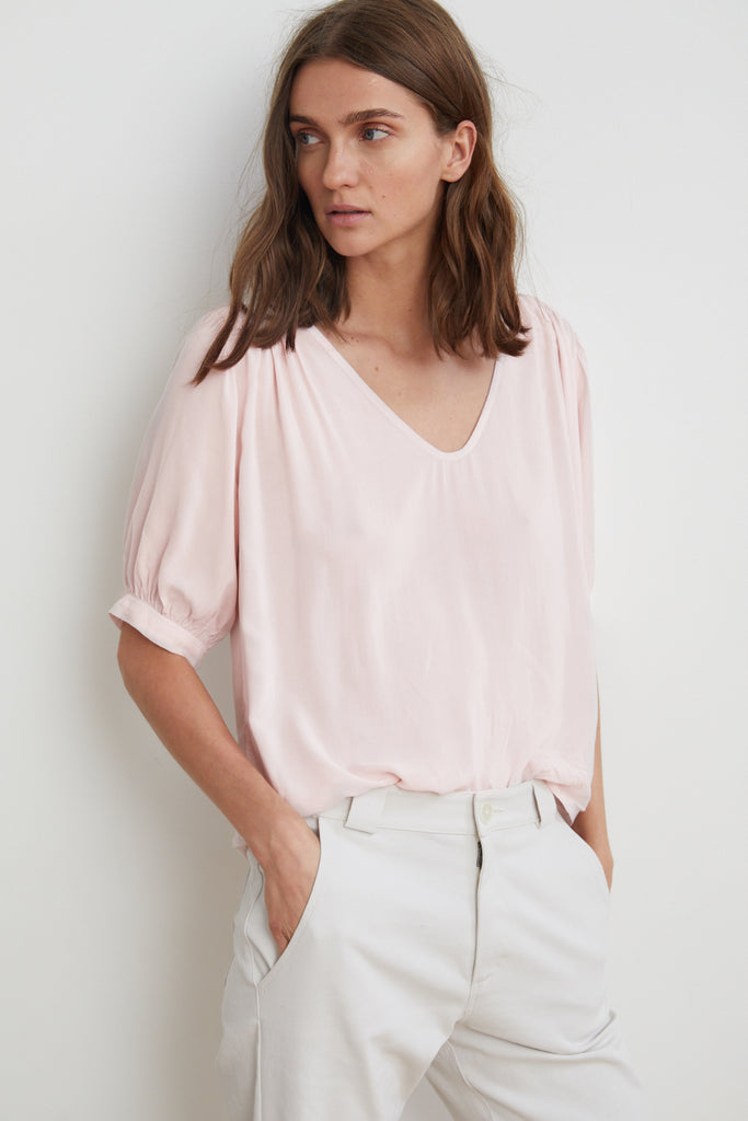MARISE RAYON CHALLIS SCOOP NECK TOP IN PALE PINK