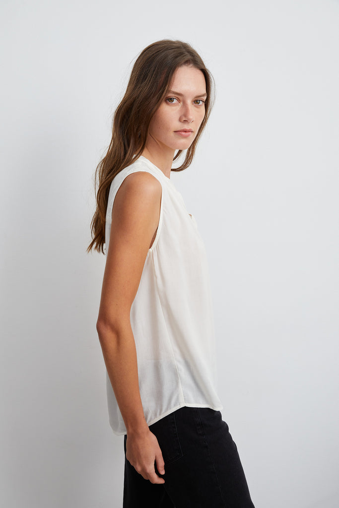 RAVIN SLEEVELESS BLOUSE IN WINTER