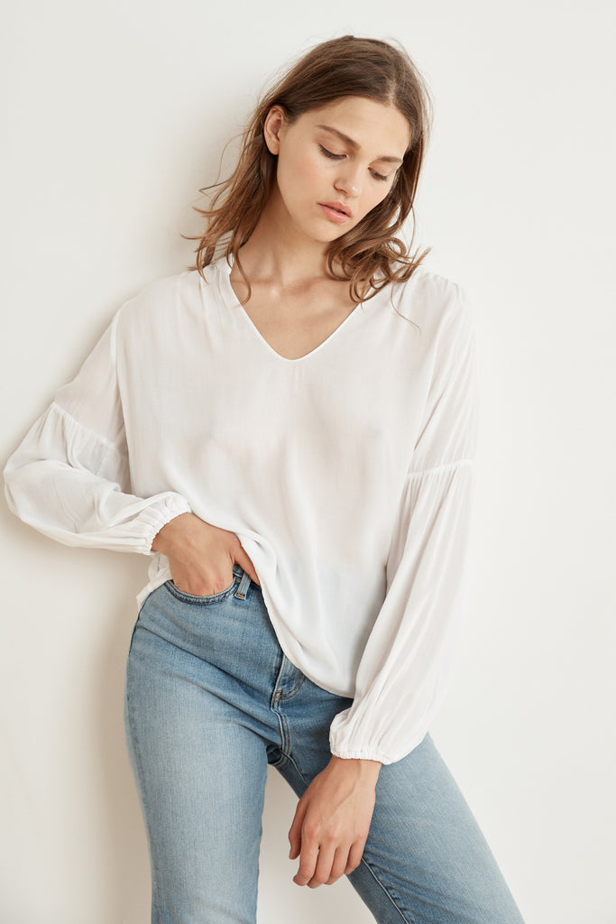 YULIA RAYON CHALLIS PEASANT SLEEVE BLOUSE IN WHITE