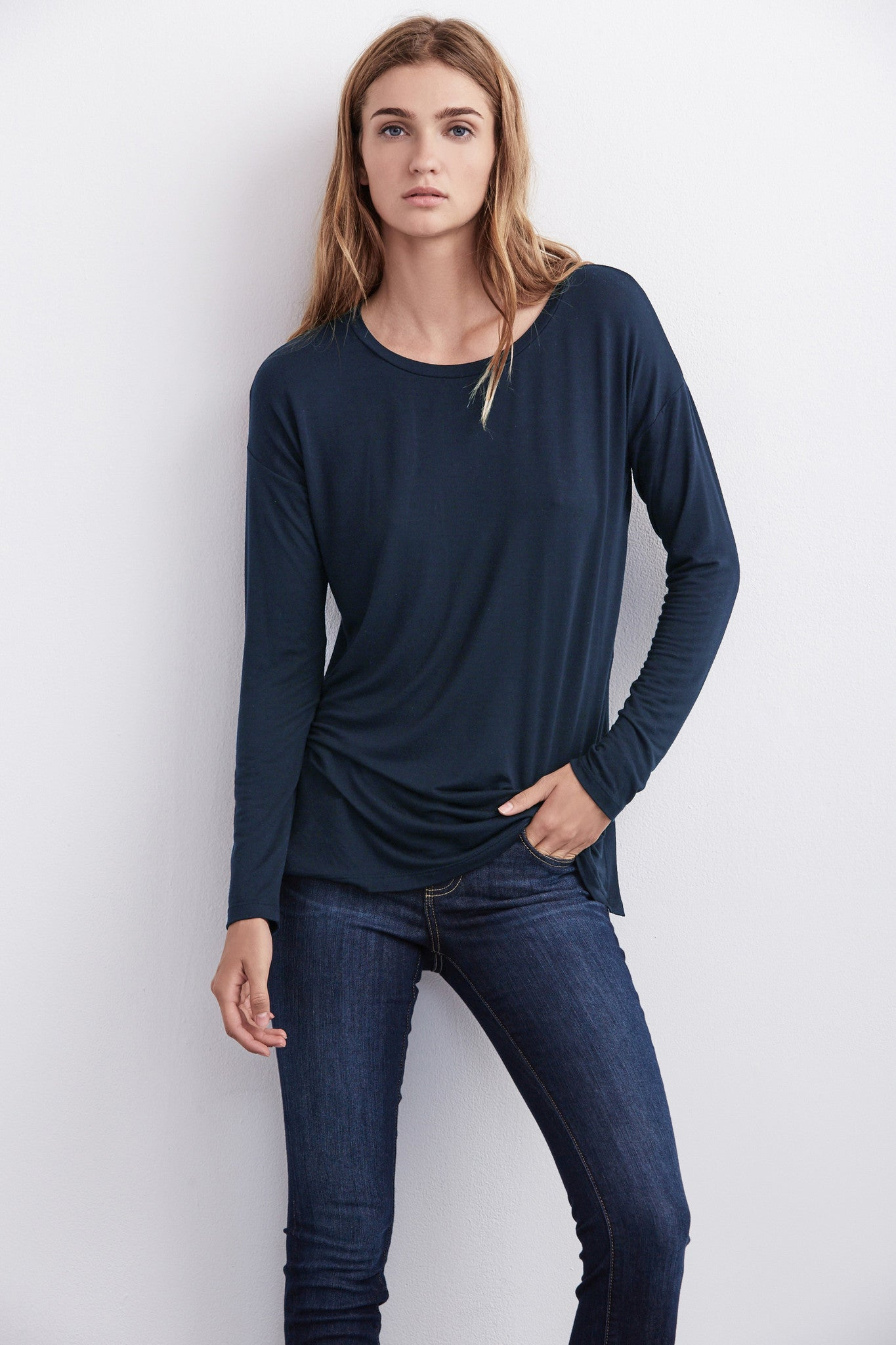 ALEXANDRA SPLIT SEAM TOP IN NAVY
