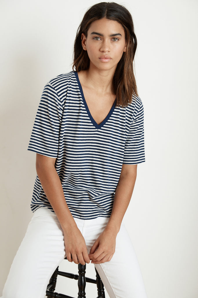 ELENA STRIPE LINEN BLEND KNIT V-NECK TEE IN BLUE