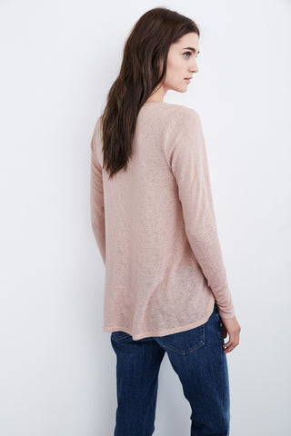 IDALINE TEXTURED KNIT V-NECK TEE IN CERISE