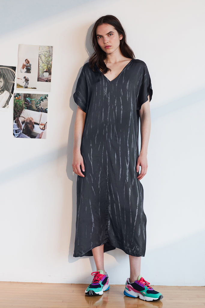 VALERIE TIE DYE SATIN KAFTAN DRESS IN CHARCOAL